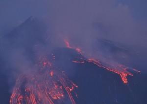 Etna-nuova-eruzione-1-aprile-2012-300x213