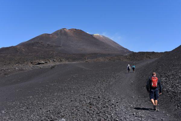 Die Asche und Lava des Ätna